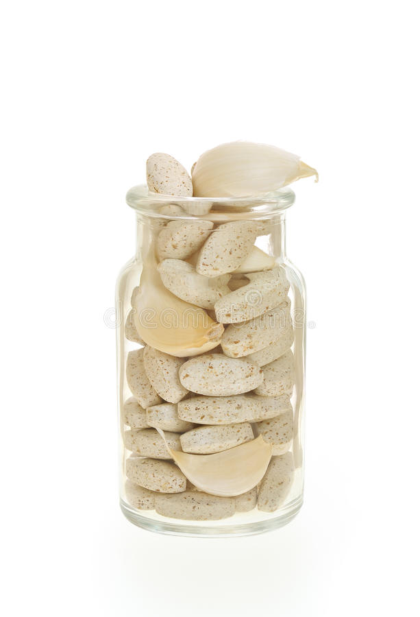 växt- isolerad pillssupplement för vitlök royaltyfria bilder