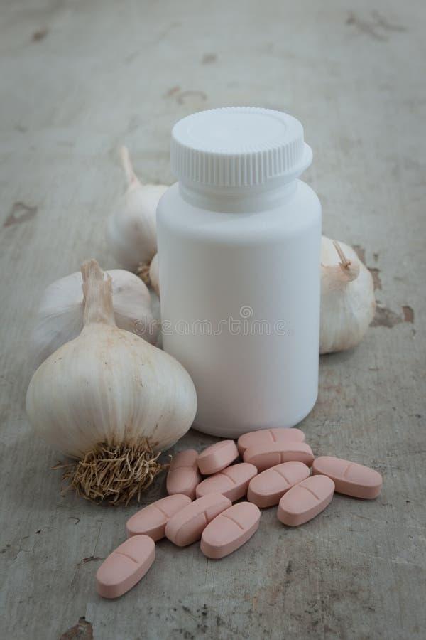 växt- organiska pills för boottlevitlök royaltyfri fotografi