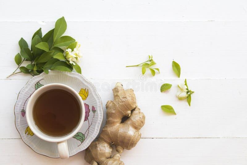 Växt- sund drink för varm ljust rödbrun fruktsaft från naturen arkivfoton