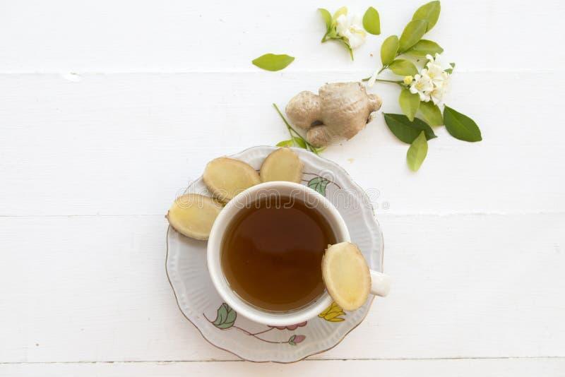 Växt- sund drink för varm ljust rödbrun fruktsaft från naturen royaltyfria foton