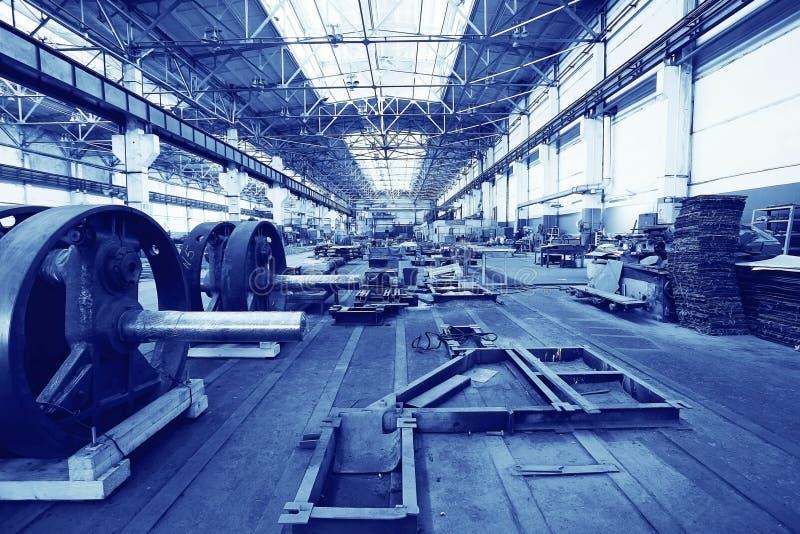 Växtfabrik med maskinen i rum arkivbilder