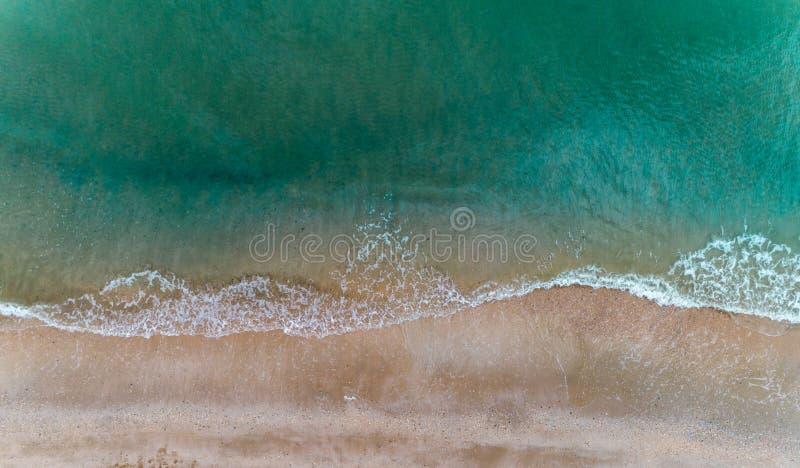 Våg på stranden från ovannämnt surrfotografi fotografering för bildbyråer
