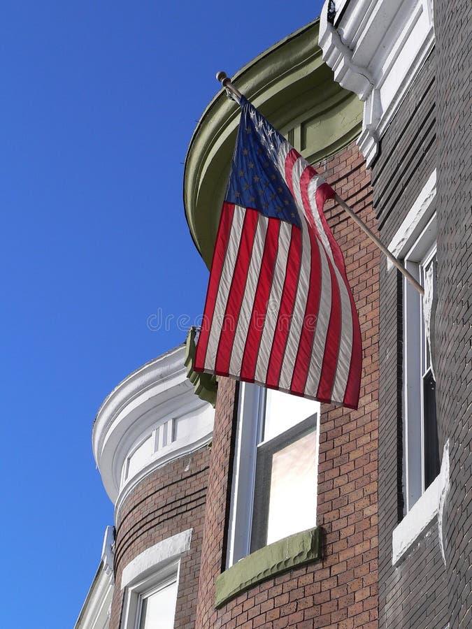 våg wind för amerikanska flaggan arkivfoto