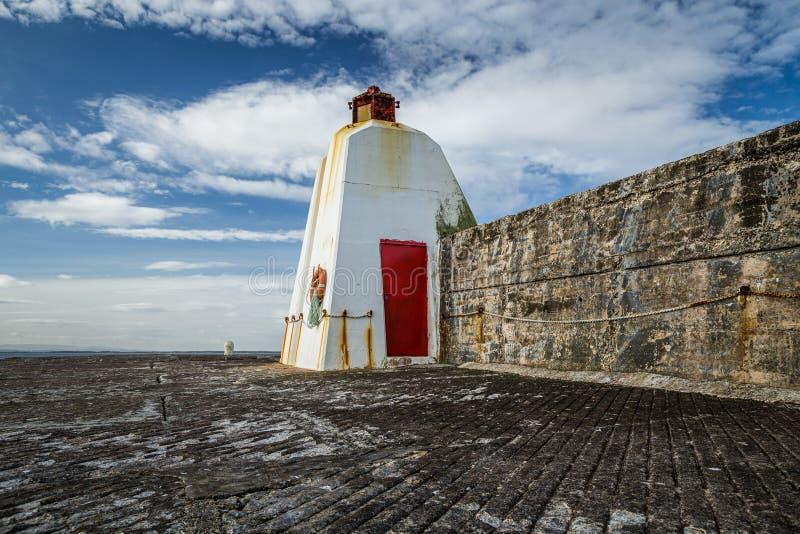 Vågbrytare i Burghead, skotsk Skotska högländerna royaltyfria foton