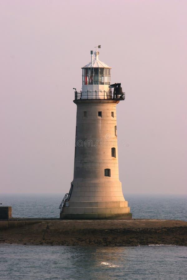 vågbrytare ljusa plymouth arkivfoto
