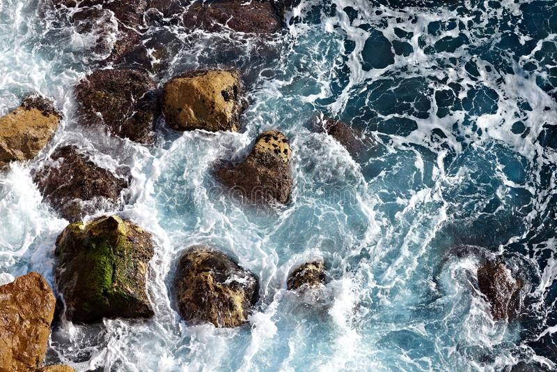 Vågor ashore arkivfoton