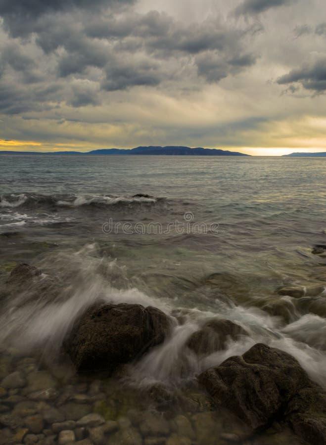Vågor och stormigt hav arkivbild