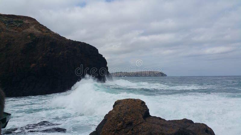 Vågor som in rullar fotografering för bildbyråer