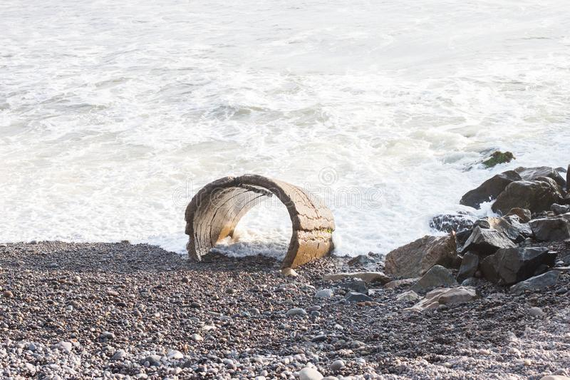 Vågor vaggar, stranden av Costa Verda fotografering för bildbyråer