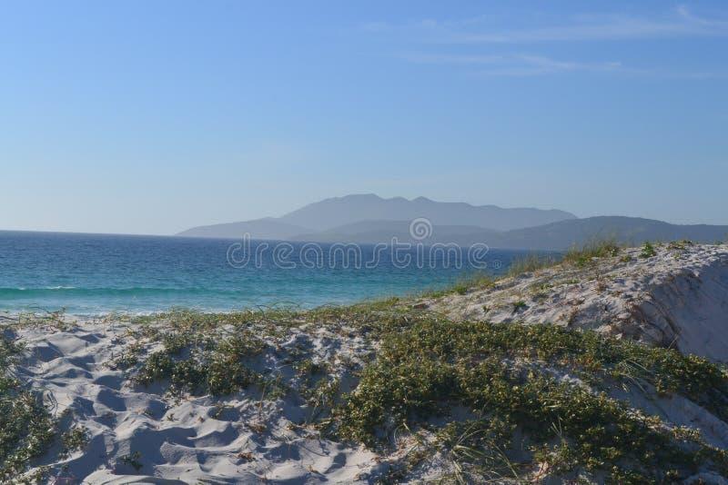 Vågorna av Cabo Frio arkivfoto