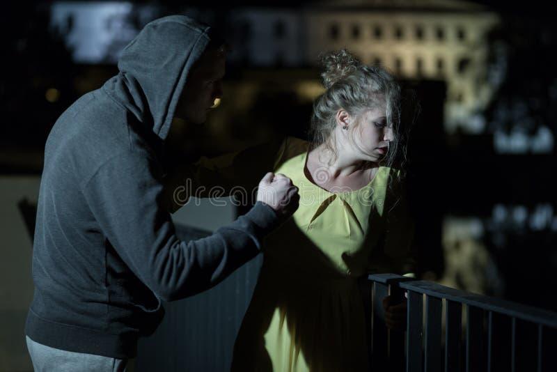 Våld på gatan arkivbilder