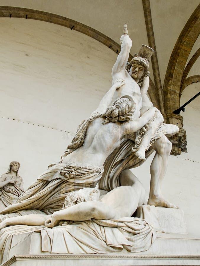 Våldta av Polyxena skulptur i loggiadellaen Signoria. Florenc royaltyfri fotografi