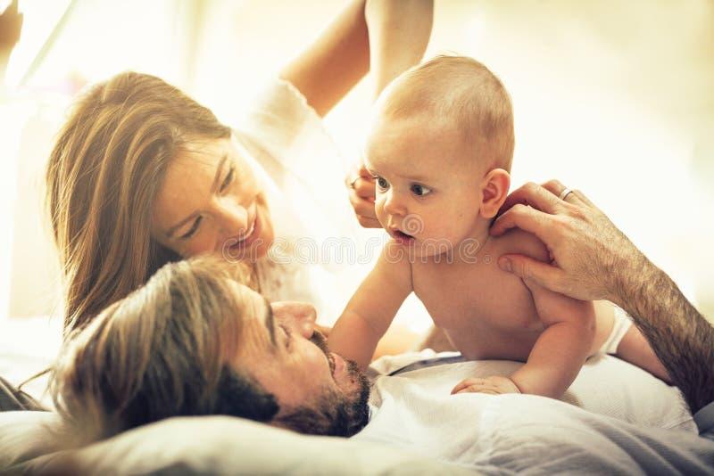 Vår lilla lyckliga familj royaltyfri foto