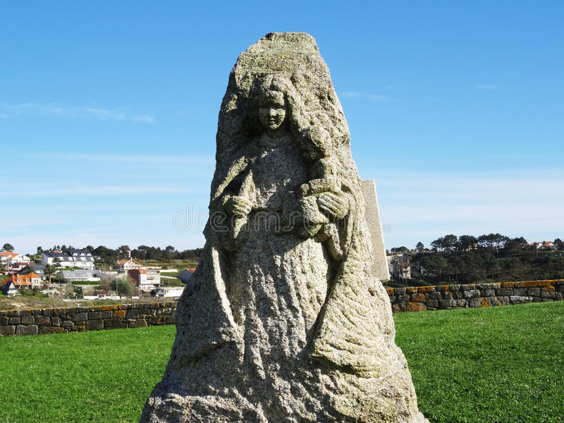 Vår skulptur för dam Lanzada - norrkust Spanien arkivfoto