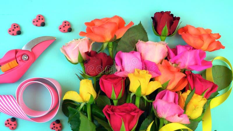 Vår som är över huvudet med härliga nya blommor stock illustrationer