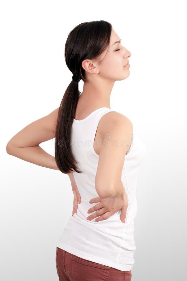 Vård- frågor Closeupen av den härliga unga kvinnan som har ryggvärk, starkt tillbaka, smärtar Kvinnligt lidande från smärtsam kän royaltyfri fotografi