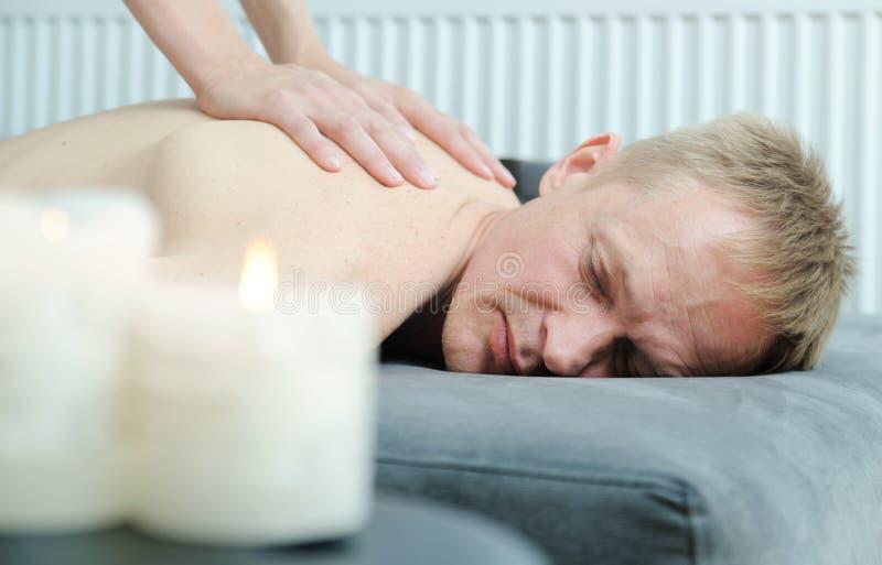 Vård- massageterapi royaltyfri bild