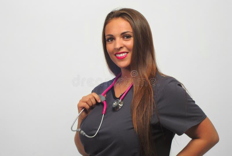Vårda kliniken för sjukvård för sjukvården för sjukhuset för stetoskopet för yrkesmässiga kvinnor för arbetaren för den medicinsk royaltyfri fotografi