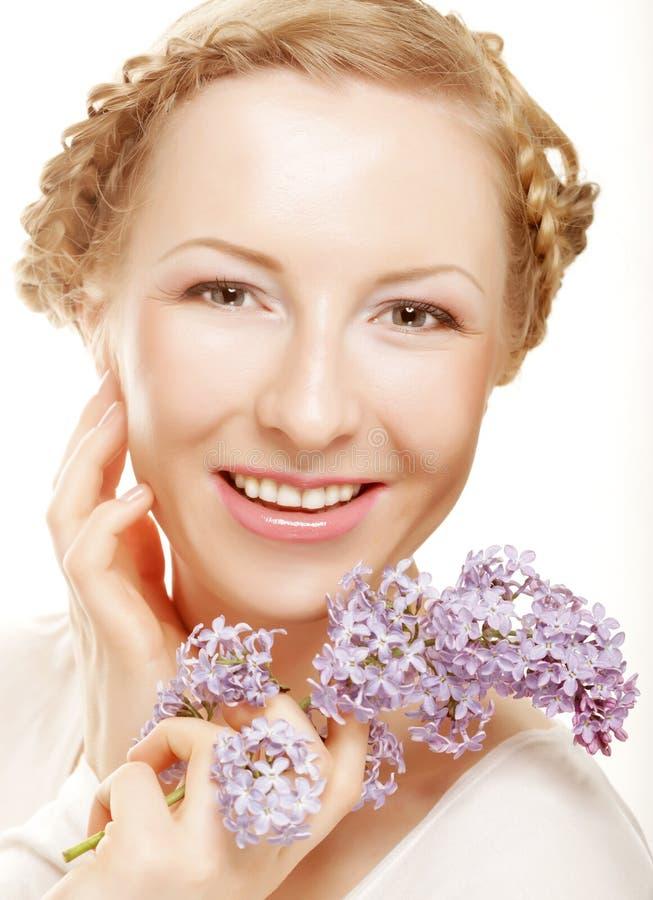 Download Vårflicka Med Lila Blommor. Arkivfoto - Bild av flicka, blommor: 37344864