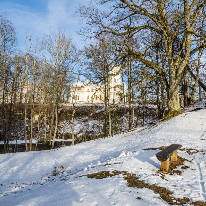 Vårlandskapet parkerar in Keila-Joa royaltyfria bilder
