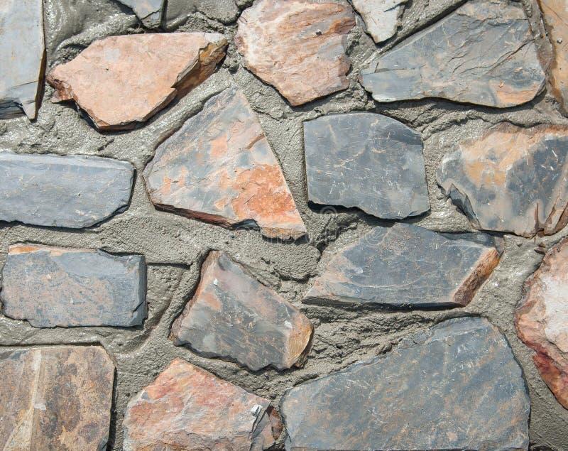 Våt bakgrund och textur för stenvägg royaltyfri foto