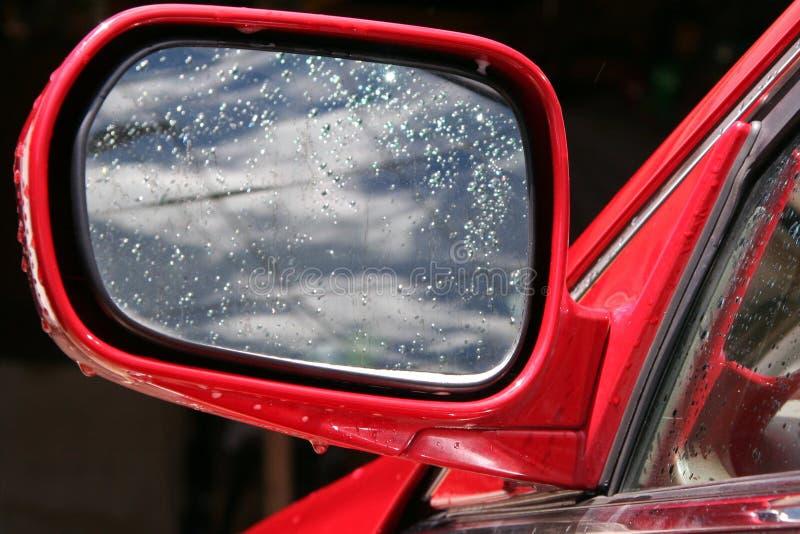 våt bilspegel arkivfoton