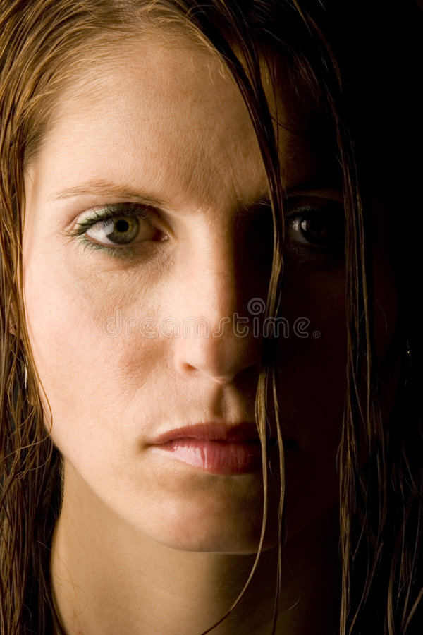 vått kvinnabarn för hår royaltyfri foto
