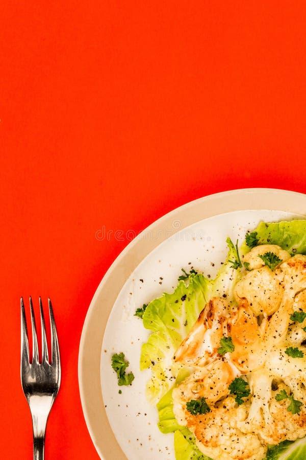 Végétarien de chou-fleur ou bifteck cuit de Vegan photographie stock