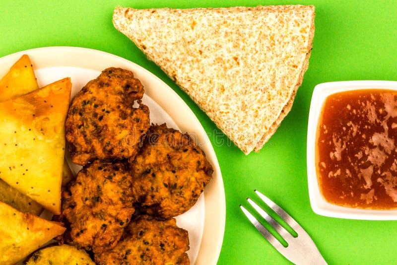 Végétarien indien Samosa Onio de Tikka de végétarien de casse-croûte de style de nourriture photos stock