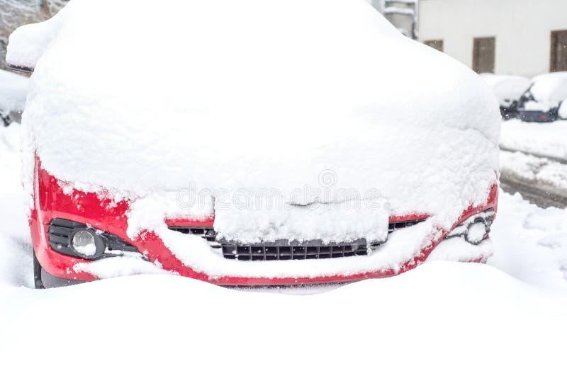 Véhicule couvert de neige photo stock