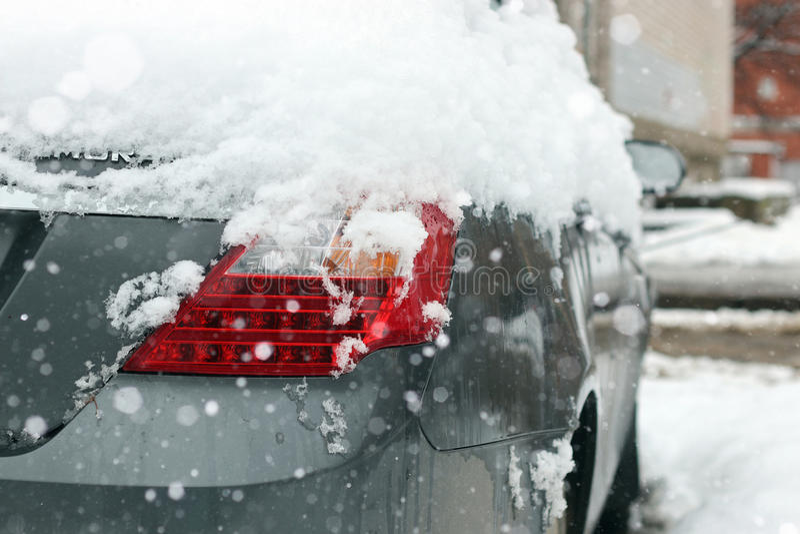 Véhicule couvert de neige photo libre de droits