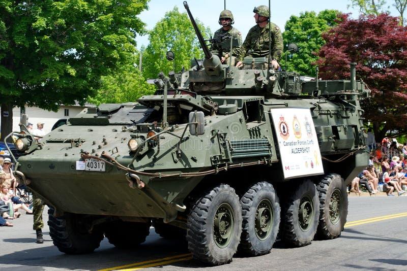 Véhicule d'armée dans le défilé photo libre de droits