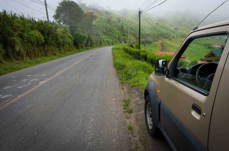 Véhicule dans la campagne du Costa Rica images libres de droits