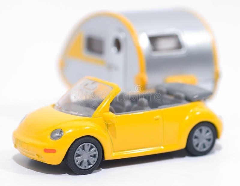 Véhicule de jouet avec la remorque images libres de droits