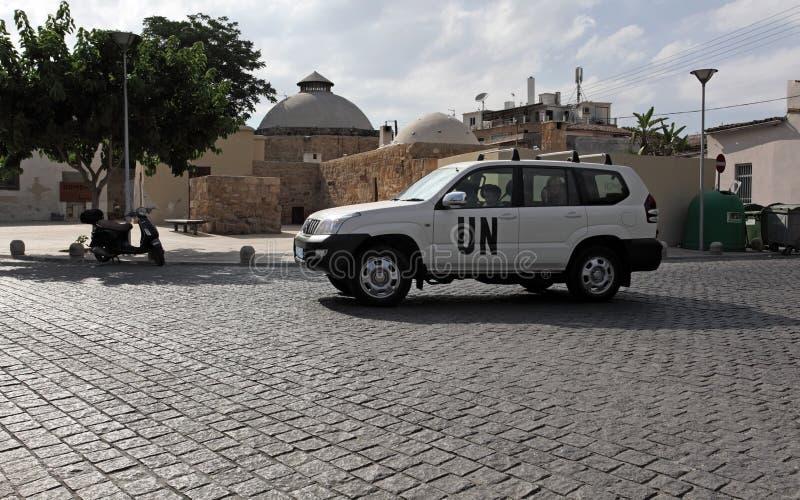 Véhicule de l'ONU au-dessus de cadre à Nicosia, Chypre photo libre de droits