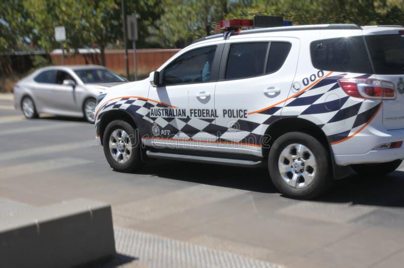 Véhicule de police fédéral australien dans le territoire capitale de l'Australie de zone parlementaire de Canberra image libre de droits