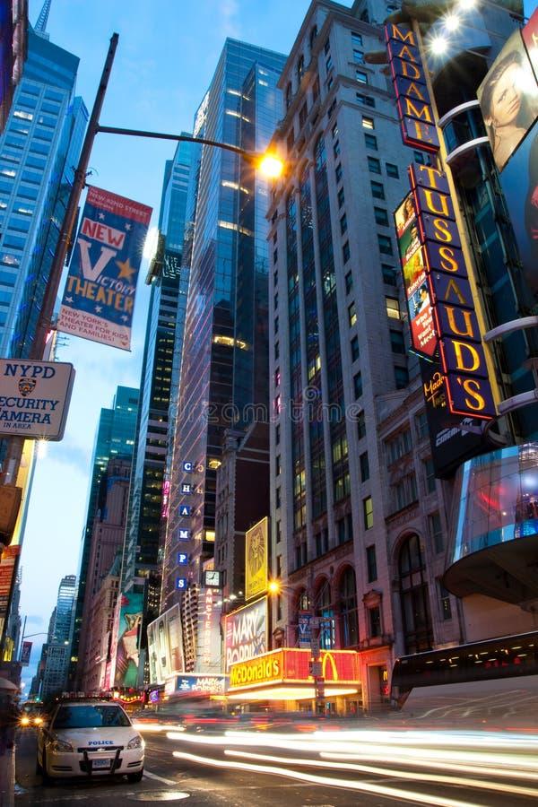 Véhicule de police sur le Times Square New York la nuit photos libres de droits