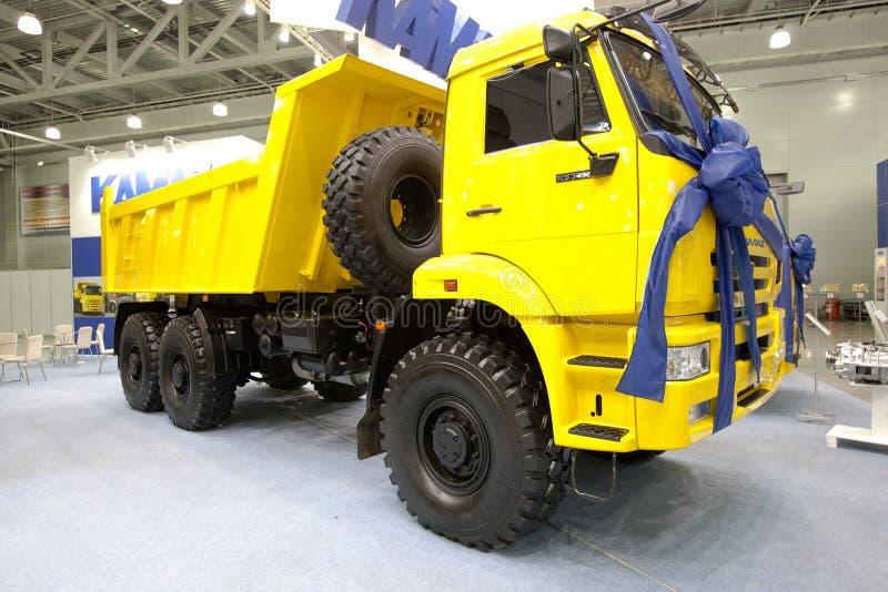 Véhicule jaune Kamaz de vidage mémoire de camion photographie stock libre de droits