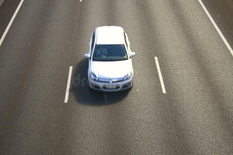 Véhicule sur l'autoroute image libre de droits
