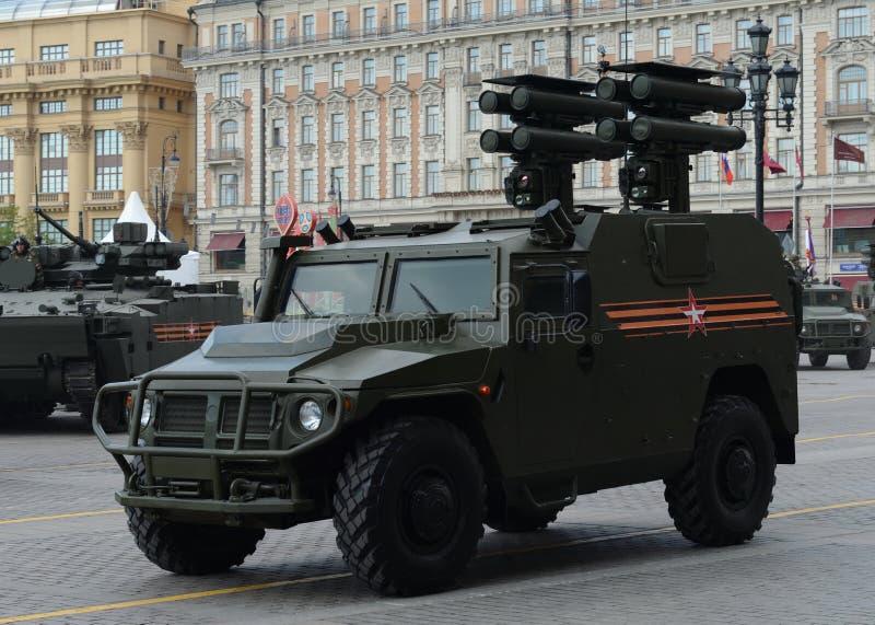 Véhicule tout-terrain de mobilité d'infanterie GAZ Tigr avec le système de missile guidé antichar Kornet photos stock