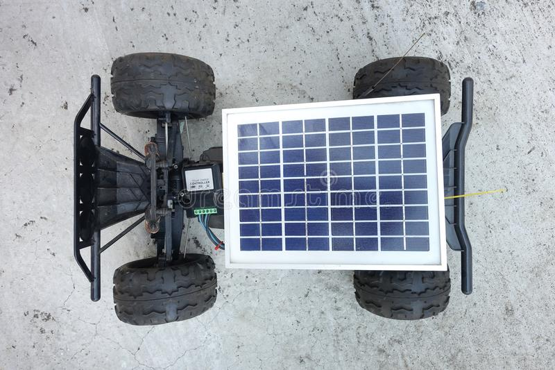 Véhicules à télécommande, prototypes de l'énergie solaire images libres de droits