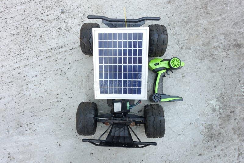 Véhicules à télécommande, prototypes de l'énergie solaire images stock