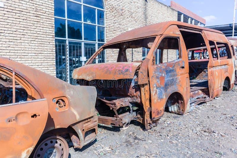 Véhicules détruits par feu photo libre de droits