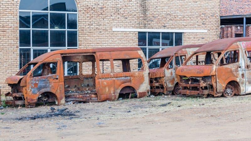 Véhicules détruits par feu photographie stock