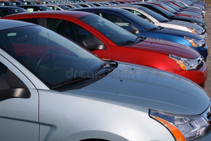 Véhicules dans le sort neuf de véhicule photo stock