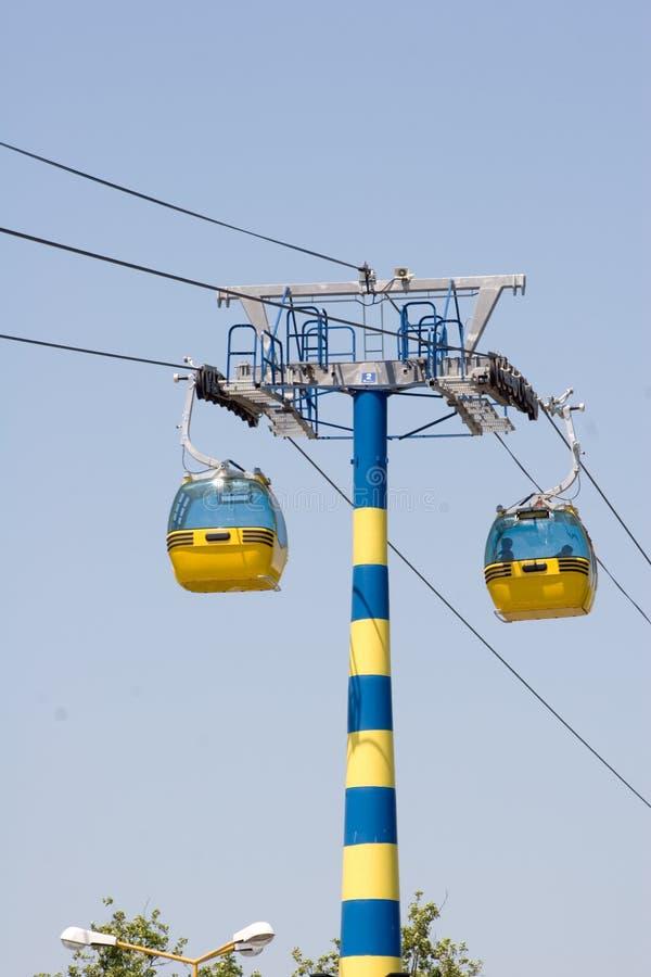 Véhicules de gondole de câble. photos stock