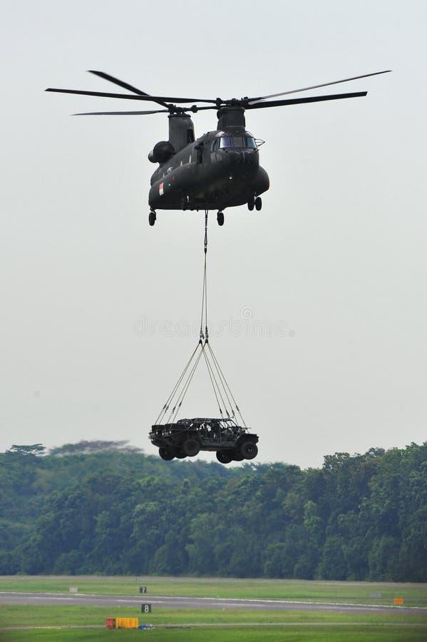 Véhicules de grève de projecteur d'atterrissage d'hélicoptère de Chinook images libres de droits