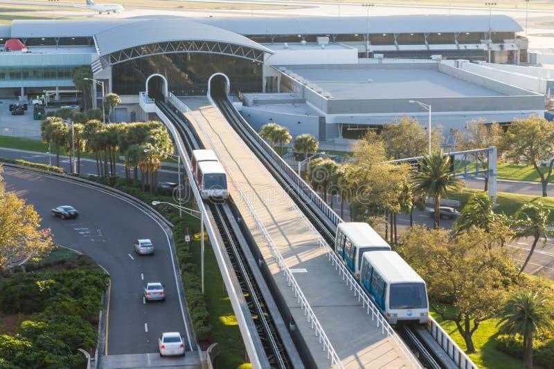 Véhicules de navette d'Airside d'aéroport de Tampa photo libre de droits