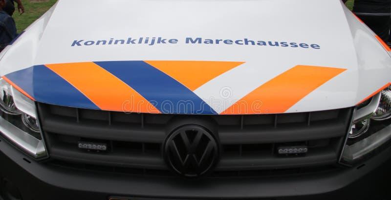 Véhicules et moteurs du marechaussee de Koninklijke, la police militaire néerlandaise, images libres de droits
