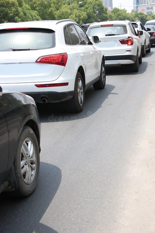 Véhicules sur l'asphalte photo libre de droits